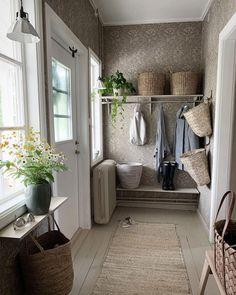 Small Hallway Decorating, Hallway Inspiration, Beautiful Stairs, Small Hallways, Farmhouse Interior, My Dream Home, Mudroom, Scandinavian Design, Entryway Decor
