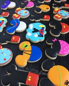 A Mickey Mouse clubhouse set for a 1st birthday party today! ❤️#cakemeaway #cakemeawayfresno #mickeymouseclubhouse #mickeymousecookies #comeinsideitsfuninside #ohtoodles #mickeymouse #sugarcookies #customcookies #royalicingcookies #royalicing #cookies #cookieart #cookiestyle #cookiedecorator #cookiedecorating #instacookies #cookiesofinstagram #bakedwithlove #handmadewithlove