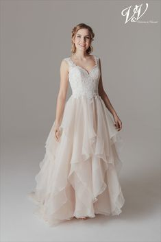 A stunning princess wedding dress with a sweetheart neckline and a beautiful illusion lace back. Very high quality tulle. Bridal Gowns, Wedding Dresses, Palomino, Lace Back, Bridal Collection, Supermodels, Catwalk, Fashion Show, Tulle