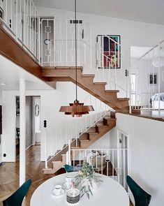 """1,007 Likes, 6 Comments - Hem med historia (@stadshem) on Instagram: """"✨ ACCEPTERAT PRIS ✨ Detta hus alltså Visning på söndag! ASKIMS SÖRGÅRDSVÄG 82   8 ROK, 168 kvm"""""""