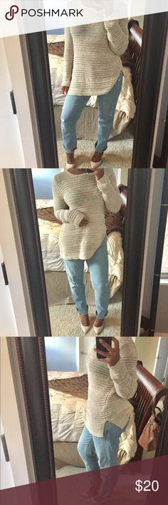 Knit Sweater! Casual knit, pullover sweater with rounded neckline and two side splits! Gently used condition! Dana Buchman Sweaters