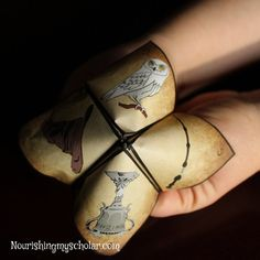 """Harry Potter fans will love this """"Sorting Hat"""" themed cootie catcher printable! #DIY #Crafts"""