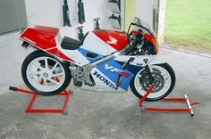 honda-vfr-400-r-nc-30