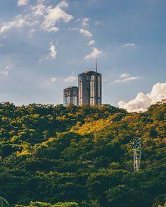 Caracas.  Fotografía cortesía de @ccsxplore  #LaCuadraU #GaleriaLCU #Caracas #CaracasHermosa #Venezuela