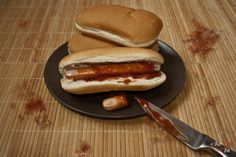 Be'Art Magazine Halloween-repas-2-1024x684 Recettes gourmandes Hot Dog Buns, Hot Dogs, Sang, Bread, Ketchup, Ethnic Recipes, Magazine, Sausages, Special Recipes