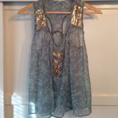 Urban outfitters XS sheer floral sequined top Urban outfitters XS sheer floral sequin detailed top. Cute to dress up or down. Boho New Year's Eve top! Kimchi Blue Tops