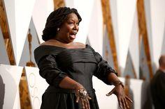 Pin for Later: Die besten Fotos der Oscars sind entstanden, wenn die Stars mal nicht gezwungen posieren Whoopi Goldberg