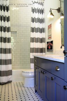Okay, I LOVE extra long shower curtains like this. I want this look. My only reservation... I can't figure out where to buy / how to make a shower curtain LINER that would be as long as the outside curtain. Any suggestions??