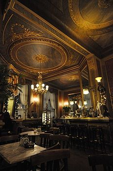 Café Savoy, Wien (Fantastic mirrors whcih are hard to photograph). Full of Naschmarkt, shoppers on Saturday during the day, it's a gay bar at night. Charming, charming, charming.