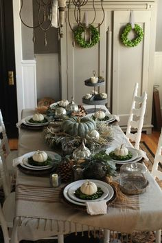 How to set a traditional Thanksgiving table with lots of rustic and neutral accents.