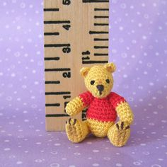 Micro thread bear Teddy Bear micro pattern in dollhouse miniature 1:12  by CDHM Artisan Mariella Vitale of Muffa Miniatures, www.cdhm.org/user/pasubio9