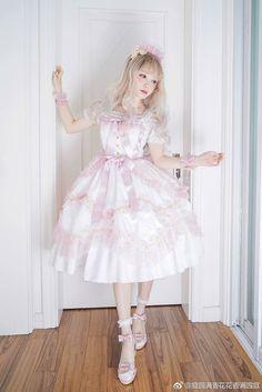 #lolitafashion