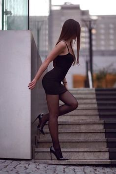 I´m a man who loves Beautiful girls with stunning legs in high heels Chic Black Outfits, Sexy Outfits, Tight Dresses, Sexy Dresses, Women With Beautiful Legs, Sexy Legs And Heels, Girl Photo Poses, In Pantyhose, Beauty Women