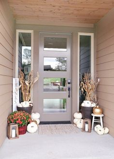 Ooooh I like the door u0026 decor & Rustic Metallic Fall Porch | Pinterest | Halloween porch Porch and ...