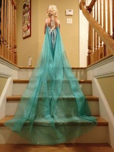DIY Elsa Dress from curtain sheer. This is so adorable! Awesome for your little girl obsessed with Elsa and Frozen! Fun for dress up or Halloween!