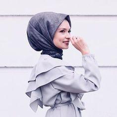 Uzun zamandır eşarp takmayan Şüşüye eşarp taktıran @freshscarfs 😍 Hijab Dpz, Hijab Chic, Abaya Fashion, Mode Hijab, Dimples, Photo Poses, Photography Poses, Photoshoot, Womens Fashion