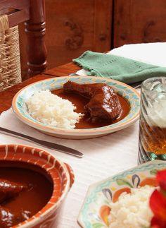 Receta de Pollo en Mole de Xico Mexican Food Recipes, Yummy Recipes, Cooking Recipes, Best Mexican Restaurants, Good Food, Yummy Food, Mexicans, Enchiladas, Carne