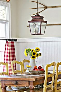 Lasting french country dining room furniture & decor ideas French Country Dining Room, French Country Kitchens, French Country Farmhouse, Farmhouse Chic, French Country Decorating, Country Chic, Dining Room Furniture, Furniture Decor, Fall Vignettes