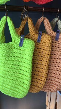Tote Videos Crochet Tote Bags by anoukseydou Mode Crochet, Crochet Diy, Crochet Tote, Crochet Handbags, Crochet Purses, Crotchet Bags, Knitted Bags, Knit Bag, Crochet Market Bag