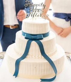 ⋆*❁ 花嫁さんの#サッシュリボン とお揃いの ブルーのリボンを結んだ 上品シンプルな#ウェディングケーキ  . てっぺんに大きなリボンを飾ったデザインも キュートだけれど、 こんな風にサッシュリボンのように結ぶのも 可愛すぎますね✨ . さりげなく#パール が飾られているのも ポイントです . photo by @theparkbanquet_wedding . #花嫁 #プレ花嫁  #結婚式レポ  #結婚準備 #結婚式  #結婚 #結婚式準備  #披露宴 #プロポーズ #婚約 #卒花 #卒花嫁 #marry #marryxoxo