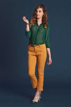I like the color combo.and those mustard pants are so cute with the shoe Green Shirt Outfits, Green Top Outfit, Colored Pants Outfits, Cool Outfits, Mustard Yellow Pants, Mustard Shirt, New Look Fashion, Work Fashion, Fashion Tips
