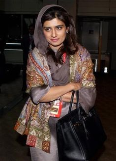 Related image Ladies Salwar Kameez, Shalwar Kameez, Salwar Suits, Hina Rabbani Khar, Indian Party Wear, Indian Wear, Green Suit, Office Outfits, Office Wear