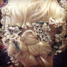 10 Hot Tips For How To Find Your Perfect Bridal Headpiece, Garland & Veil From Emily London Pretty Hairstyles, Wedding Hairstyles, Fairy Hairstyles, Bridal Veils And Headpieces, Headpiece Wedding, Plaits, Flowers In Hair, Fresh Flowers, Small Flowers