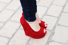 The color and material is fabulous on these. I wouldn't wear them but like the idea.