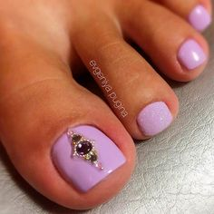 ❤️ Your toe nail colors should always keep up with the season. There is no way we will allow you to stay behind and out of the trend! Purple Nails With Rhinestones Purple Toe Nails, Black Toe Nails, Green Nails, Purple Toes, Best Toe Nail Color, Nail Color Trends, Nail Polish Colors, Pedicure Nail Art, Toe Nail Art