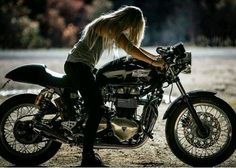Image about girl in Motos by Zury Grcia on We Heart It Triumph Cafe Racer, Triumph Motorcycles, Custom Motorcycles, Motorcycle Racers, Motorbike Girl, Women Motorcycle, Motorcycle Quotes, Motorcycle Helmets, Bobber Custom