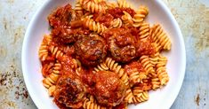 How to Make Big-Batch Meatballs to Stock Your Freezer Oven Baked Meatballs, Baked Meatball Recipe, Best Meatballs, Meatball Recipes, Wine Recipes, Cooking Recipes, Meat Recipes, Delicious Recipes, Recipies
