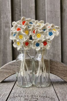 covelles, danielles grands on down and hubbies! some of our fleurs we made, and not with others suggestions. Crochet Flower Patterns, Crochet Motif, Crochet Doilies, Crochet Flowers, Knit Crochet, Diy Haken, Vase Crafts, Crochet Decoration, Crochet Slippers