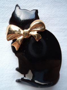Hey, I found this really awesome Etsy listing at http://www.etsy.com/listing/176138233/vintage-signed-ultra-craft-black-cat