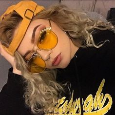 retro yellow sunglasses woman luxury italy brand candy color shades for women sun glasses flat top metal frame mirror glasses Pretty People, Beautiful People, Tumblr Girls, Soft Grunge, Mellow Yellow, Swagg, Hair Goals, Mirrored Sunglasses, Clear Sunglasses