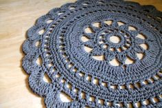 Pinterest Crochet, Viria, Diy And Crafts, Womens Fashion, Farmhouse Rugs, Tricot, Slipper, Rugs, Tejidos