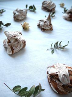 Delish mint chocolate meringue now on blog!