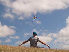 Vliegeren op de dijk... Foto: Jan Tijsma