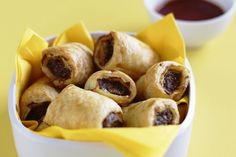 Nothing& nicer than eating hot sausage rolls in front of the TV. Sausage Recipes, Pork Recipes, Snack Recipes, Cooking Recipes, Snacks, Recipies, Dinner Recipes, Hot Sausage, Sausage Rolls