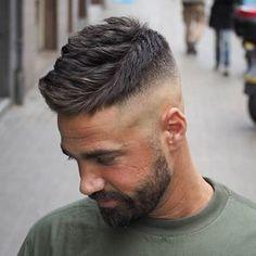 cambio de look! Corto y texturizado. ACTIVOS EN CALLE VALENCIA BCN. Mi modelo estrella @alanmainster con mi producto favorito @slickgorilla #Barber #street #Barcelona #Barcelonacity #hairmen #hair #men #style #peinado