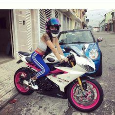 Mulheres de Moto | Girls Biker ❤ PARCEIROS @bikerbrasil PARCEIROS @furia2rodas_fulloriginal PARCEIROS @_loucospormotos_ ■■■■■■■■■■■■■■ . #repost #moto #bikes #biker #girls #speed #motorbike #race #racing #motorcycle #follow #instabikes #bike #instamotogallery #rider #bikergirl #bikerbabe #instamoto #motorcycles #bikersofinstagram #bikergirlsofinstagram #female #beautiful #amantesduasrodas #mulheresdemoto #honda #kawasaki #yamaha #ducati