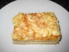 Das perfekte Mandel-Blechkuchen-Rezept mit Bild und einfacher Schritt-für-Schritt-Anleitung: Eier, Zucker und Vanillezucker gut verrühren