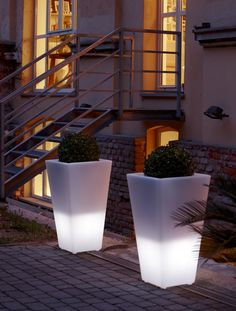 light Poliethylene modern flowers pot TerraForm - how to decorate open space in winter?