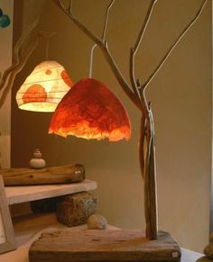 How to make papier mache - recipe and several deco projects # Luminaria Diy, Driftwood Lamp, Creation Deco, Paperclay, Small Trees, Wet Felting, Paper Lanterns, Felt Art, Lampshades