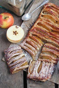 Une gourmande tentation avec ce feuilletage caramélisé au sucre muscovado garni de délicieux fruits, ou se mélange à merveille pomme et r...