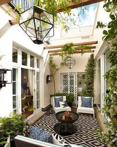 With the most suitable style and decor, you can make a lovely patio area for your home. You can receive the help, ideas, and the patio decor you will need to make the ideal area in your house. Decide where you would like your patio. Future House, Style At Home, Outdoor Patio Designs, Backyard Ideas, Backyard Seating, Backyard Retreat, Pool Ideas, Tiny Garden Ideas Patio, Court Yard Garden Ideas