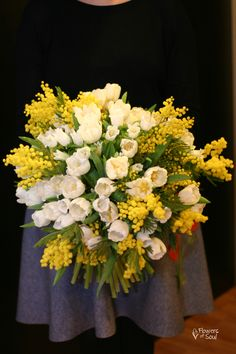 Buchet cu 50 lalele, Campanula și Mimosa – Flowers of Soul