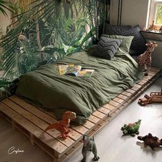 Pallet beds are of great interest because they are useful, long-lasting and suitable for every style. Here are the beautiful pallet bed ideas. Pallet Bedframe, Pallet Beds, Elegant Home Decor, Elegant Homes, Room Ideas Bedroom, Room Decor, Palette Bed, Interior Design Career, Boho Chic Bedroom