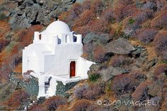 360+ Churches and monasteries in this small #Greek Island #Sifnos, #Cyclades #Greece #ttot #travel #travelling2GR #visitGreece  photo via: b_2_square http://www.flickr.com/photos/8301796@N02/4105242937/