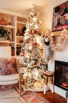 Flocked Vintage Christmas Tree: Vintage inspired Christmas decorations with colorful ornaments and a cozy eclectic holiday theme. #holidaydecor #vintagechristmas