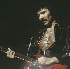 All hail the Metal Rifflord, Tony Iommi!